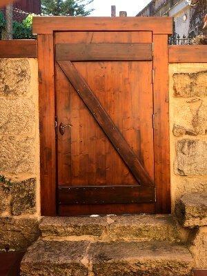 Puertas de madera con tratamiento especial para la duración