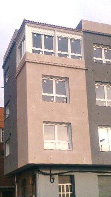 Edificio revestido con corcho proyectado en Marín